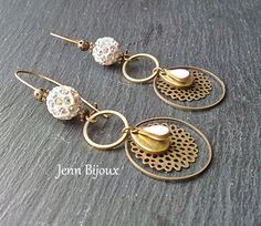 Earrings in bronze and white metal, sequin enamelled drop, pearl shamballa, stamped engraving, rings: Earrings by jenn-jewelry-handmade Source by tresoreloa Beaded Earrings, Beaded Jewelry, Pearl Earrings, Hoop Earrings, Trendy Jewelry, Ethnic Jewelry, Handmade Necklaces, Handmade Jewelry, Bijoux Diy