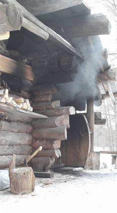 Баня по-чёрному Sauna Ideas, Sauna Steam Room, Saunas, Log Cabins, Building Design, Finland, Temple, Happiness, Snow