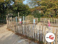 Natuurlijk schoolplein- groen schoolplein - spelen - voetbalkooi