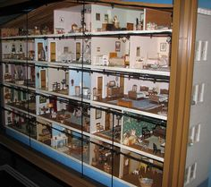 Faith Bradford doll house by FranMoff, via Flickr - Smithsonian National Museum of American History
