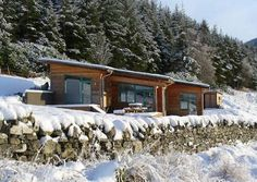 Scottish architect's Design-Build company MAKAR is doing wonders with wood - Modern Green Architecture, Sustainable Architecture, Architecture Design, Prefabricated Houses, Prefab Homes, Eco Homes, Small Buildings, Small Houses, Ireland Homes