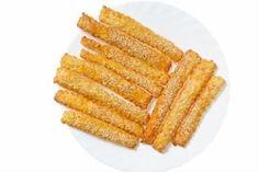 Kaasstengels Per Pak. Whoopie Pies, Cupcakes, Scones, Food Hacks, Carrots, Food And Drink, Appetizers, Low Carb, Snacks