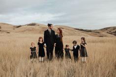 Freckled Family — Roxana B Photography Unique Family Photos, Large Family Poses, Outdoor Family Photos, Fall Family Photos, Family Posing, Family Portraits, Family Photoshoot Ideas, Photoshoot Style, Family Christmas Pictures