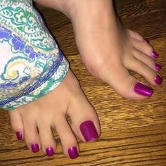 #shoeplay #nylons #socks #feetjeans #shoes #sapatos #chulezinho #secrets #scarpins #longtoes #pessuados #soles #moda #pesfemininos #podolatria #brasil #toecleavage #feetslave #brazil #perfectfeet #toespread #feet #sweatyflats #sweatyshoes #sweatyfeet