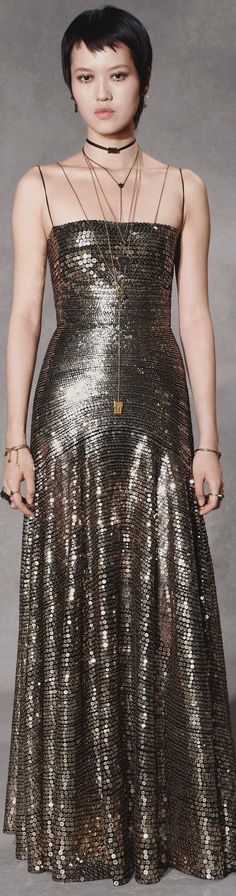 Christian Dior Pre-Fall 2018 Fashion Show Dior Fashion, Gold Fashion, Fashion 2018, Couture Fashion, Runway Fashion, Fashion Show, Fashion Outfits, Fashion Glamour, Dior Couture