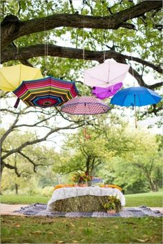 Picnic Tips - How to Have a Picnic with shade from umbrellas :)
