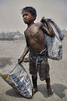 Ulingan, Tondo in Philippines - Portrait of a Charcoal Boy ! Really sad to see the child labor in Southeast Asia