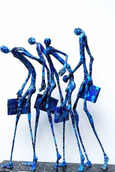 Jean-François Glabik, modern sculpture artist and painter from France. He's working with paper and metal to create his very own sculptures. Sculpture Projects, Art Sculpture, Art Projects, Sculptures Sur Fil, Paper Sculptures, Giacometti, Paperclay, Wire Art, Art Plastique