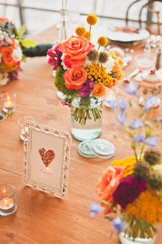 I love these colors and the little yellow flowers in the back. Perfect for a summer wedding.