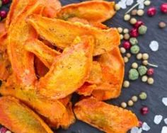 Chips poids plume de carotte anticellulite au four - Raw Food Recipes, Veggie Recipes, Healthy Recipes, Tapas, Vegan Plate, Salty Foods, Light Recipes, Paleo Diet, Cooking Time