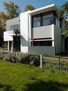 Schroder House - Rietveld - 1924 °plan libre, panneau coulissant, construite mais destructurée