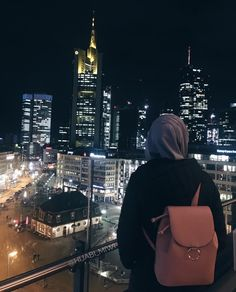 All religions are considered a way of life, including religion Islam. We all know that Muslims are the believers of Islam. Hijab Niqab, Muslim Hijab, Hijabi Girl, Girl Hijab, Muslim Girls, Muslim Women, Hijab Fashionista, Islamic Girl, Street Hijab Fashion