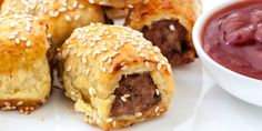 Pork & Fennel Sausage Rolls with Sugar Free Tomato Sauce Savory Snacks, Snack Recipes, Cooking Recipes, Sausage Recipes, Tea Recipes, Cooking Time, Baguette Relleno, Homemade Sausage Rolls, Finger Foods