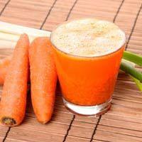Las conocidas zanahorias no son mas que la raíz de esta, también conocida con el nombre científico de Daucus Carota,  las zanahorias de raíz gruesa nacen bajo la tierra adquiriendo un color anaranjado, una piel fina del mismo color y de sabor suave y dulce.