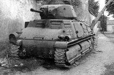 Ce Somua S-35 au couleurs de la Wehrmacht semble avoir été touché par un perforant. Il s'agit d'un modèle qui n'a pas encore été « germanisé ».