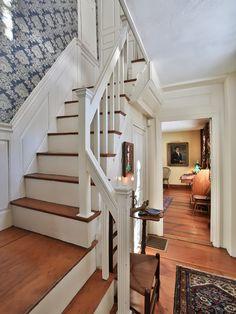 Лестница в стиле кантри - фото дизайна лестниц для дома. Дизайн-проекты лестниц на второй этаж. Деревянные лестницы — лучшие примеры