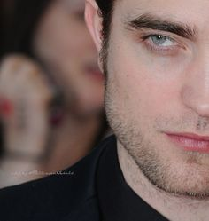 Robert Pattinson - Water for Elephants Premiere - London May /11..... <3
