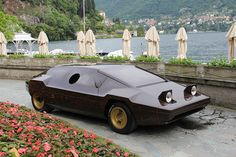 Another Bertone realization was the 1978 Lancia Sibilo, based on the Stratos. It was so futuristic that it remained a concept car.