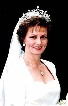 1996 Wedding of Princess Margarita of Romania to Prince Radu Royal Crown Jewels, Royal Crowns, Royal Tiaras, Royal Jewelry, History Of Romania, Romanian Royal Family, Margarita, Royal Beauty, Real Queens