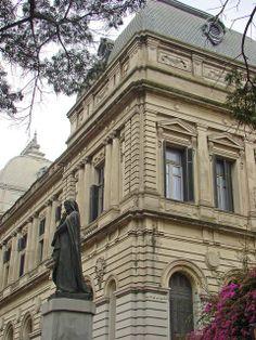 National University, Montevideo, Uruguay. Montevideo es la capital y ciudad más poblada de la República Oriental del Uruguay. Es, asimismo, sede del Mercosur y de la ALADI.