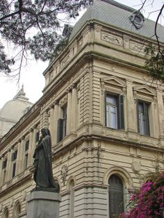 Universidad de la República, Centro de Montevideo, Uruguay #uruguay #south #america #reisjunk #travel #world #explore www.reisjunk.nl