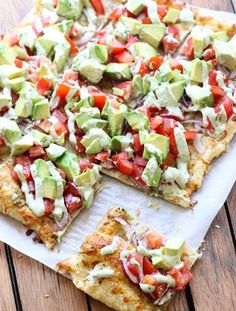 Skinny Avocado Pizza Best Picture For avocado recipes For Your Taste You are looking for something, and it is going to tell you exactly what you are looking for, and you didn't find that picture. Avocado Pizza, Avocado Toast, Avocado Food, Avocado Dessert, Avocado Ranch, Avocado Hummus, Avocado Salat, Healthy Snacks, Healthy Eating