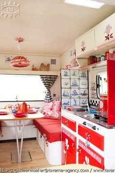 Caravan love for sure♥  I wish I had this kind of decorating ideas...