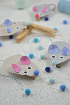 Crafts with children: simple craft idea with wooden clips - little clip mice . - Basteln - Crafts Home Diy Gifts For Kids, Crafts For Girls, Diy For Kids, Kids Crafts, Easy Crafts, Diy And Crafts, Paper Crafts, Easy Halloween, Halloween Crafts