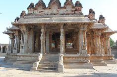 Vijaya_Vittala_temple_Premises-5,_Hampi.jpg (2376×1584)
