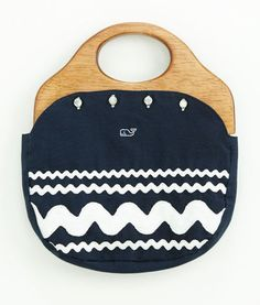 This purse was sooo popular 1975!  I got it for my birthday in 5th grade!  Got get it!!