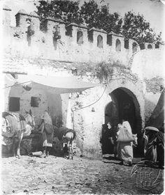 Antonio Cavilla Photographer: Una de las puertas de Tánger.