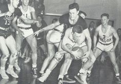 1947 Idaho-Oregon basketball game. From the 1948 Oregana (University of Oregon yearbook). www.CampusAttic.com