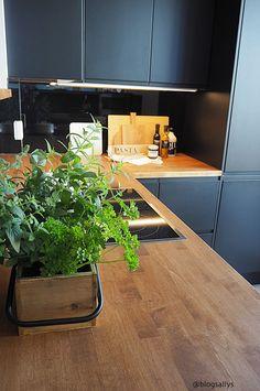 ASUNTOMESSUT 2018: KIVAT KEITTIÖIDEAT Outdoor Sofa, Outdoor Furniture, Outdoor Decor, Kitchen Planning, Finland, Interior Design, Architecture, House, Ideas