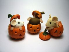 Pumpkin Mice.....theyd look adorable as photo holders as well.....what do you think?....love the idea !