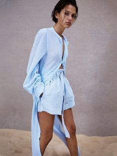 resort 20 capsule look 2 Crombie Coat, Country Women, Got The Look, Fashion Gallery, Summer Looks, Style Inspiration, Creative Inspiration, Casual Chic, Spring Outfits
