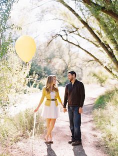Engagement shoot ideas with balloon | Cassidy Brooke Photography | see more on: http://burnettsboards.com/2015/06/afternoon-adventure/