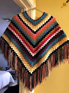 Women's Knit Poncho Models And How To Knit Knitted Women's Poncho Examples - Hakeln Crochet Coaster Pattern, Crochet Poncho Patterns, Granny Square Crochet Pattern, Knitted Poncho, Crochet Shawl, Dress Patterns, Crochet Baby, Knit Crochet, Crochet Capas