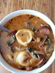 Podróże na języku: Węgierska zupa zbójnicka Soup Recipes, Cooking Recipes, Healthy Recipes, Traditional Indian Food, Plat Simple, Hungarian Recipes, Dinner Dishes, Food Design, Street Food