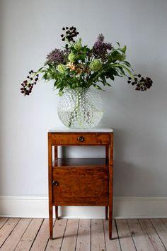 Gorge center pieace, svenskt tenn vase and fall colours in it