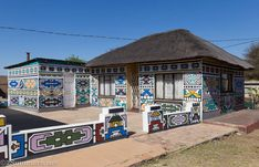 ndebele houses - Google Search Environmental Art, Art Market, Traditional Art, Africa, Mansions, House Styles, Houses, Artists, Google Search