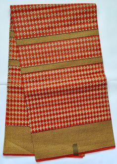 Impression: RECTO-VERSO Matière: 100 % coton Texture: ciré Largeur: 45 Couleurs principales: rouge Cette impression africaine est 100 % coton imprimé de cire et il est lavable en machine. Ce tissu est parfait pour n'importe quel nombre d'utilisations de la création de la jupe Midi d'inspiration africaine, de coussins personnalisés, bijoux audacieux et beaucoup, beaucoup plus. Imprimé africain est dans le style dans le monde entier afin de ne pas limiter vos options! Tissu Wax a une…
