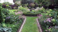 English garden - Clean lines with a circular centerpiece.