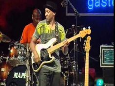 Hot stuff! Bass guitar aces Stanley Clarke, Marcus Miller & Victor Wooten (SMV) have a great time! (Song 'Thunder')