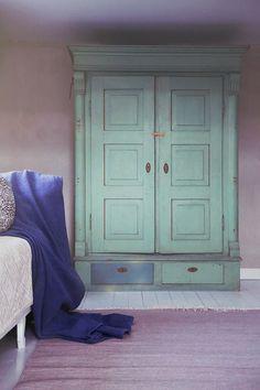 Kalklitir kalkmålning inspiration   inreda.com/blogg Tadelakt, Interior Decorating, Interior Design, Hand Painted Furniture, Art Of Living, Colorful Interiors, Tiny House, Colours, Granite
