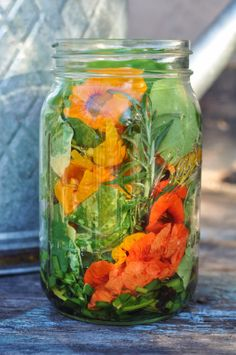 Designs For Garden Flower Beds The Nasturtiums Are Going Crazy In My Garden Time To Pull Out A Recipe From The Archives.This Recipe Waspart Of A F. Infused Oils, Flower Food, Medicinal Herbs, Edible Flowers, Edible Garden, Canning Recipes, Kraut, Herbal Medicine, Food Art