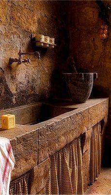 el hilo negro Stone Sink, Stone Kitchen Sink, Old Kitchen, Kitchen Sinks, Rustic Stone, Rustic Kitchens, Cottage Kitchens, Home Kitchens, Rustic Bathrooms