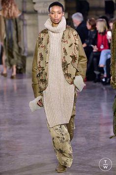 Fashion Week Paris Fall/Winter 2019 look 26 from the Uma Wang collection womenswear Queer Fashion, Dark Fashion, Urban Fashion, Fashion Show, Womens Fashion, Fashion Trends, Fashion Inspiration, Thrift Fashion, Contemporary Fashion