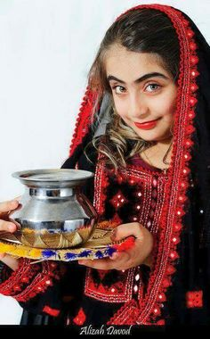 Balochi Girls, Sindhi Dress, Balochi Dress, Pakistani Culture, Afghan Girl, Baby Dress Design, Afghan Dresses, Muslim Fashion, Girl Poses