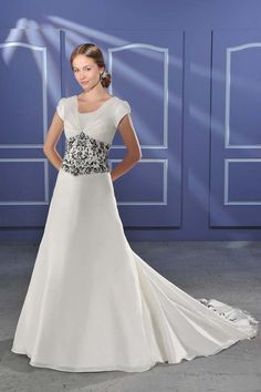 Larruping Embroider Empire Wasit Short Sleeves Satin Chapel Train Bridal Gown