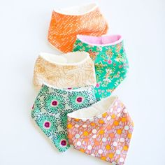 Find out how to make these super easy and chic baby bandana bibs! thanks so xox ☆ ★ https://www.pinterest.com/peacefuldoves/